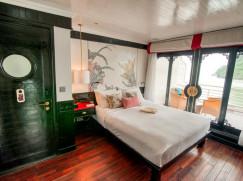 Long Quan Suite (Upper Deck, Aft of the ship)